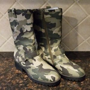 Women's boots size 6 & 1/2 by New York transit